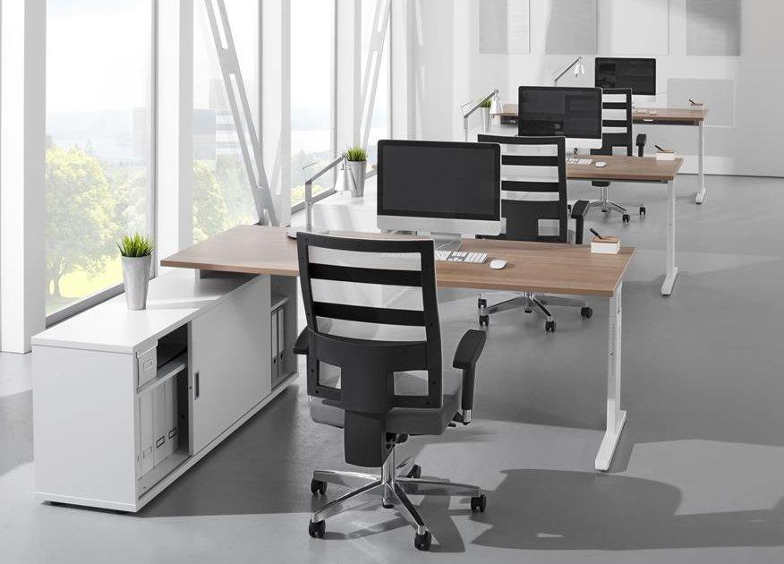 moderner b rozimmer teamarbeitsplatz mit schreibtisch auf b roschrank montiert. Black Bedroom Furniture Sets. Home Design Ideas