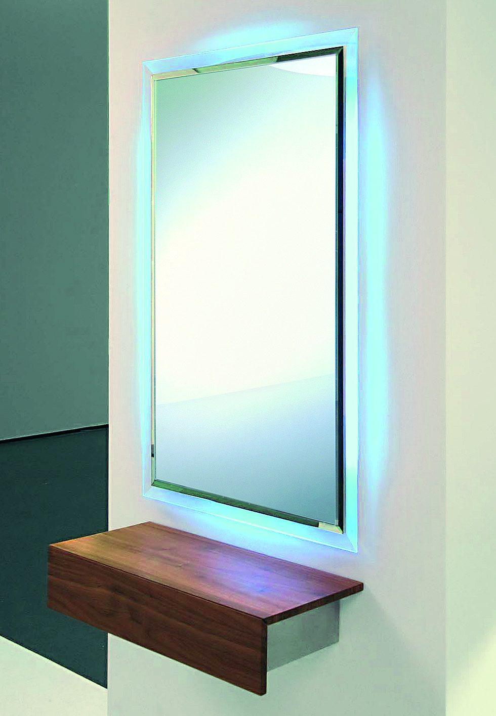 eleganter wandspiegel mit farbiger led beleuchtung. Black Bedroom Furniture Sets. Home Design Ideas