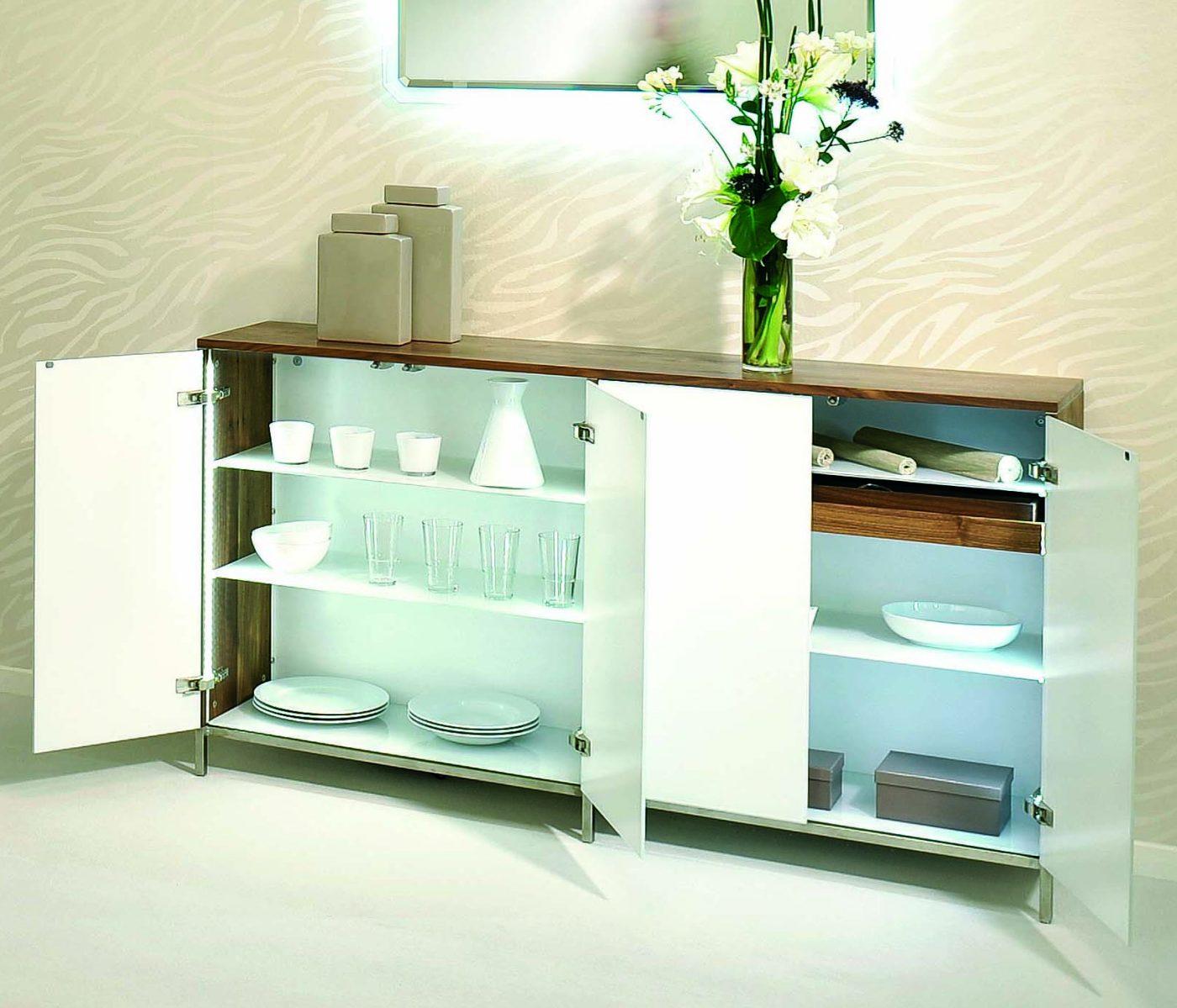 hochwertiges und modernes sideboard aus nussbaum massiv wei e glast ren mit push to open. Black Bedroom Furniture Sets. Home Design Ideas