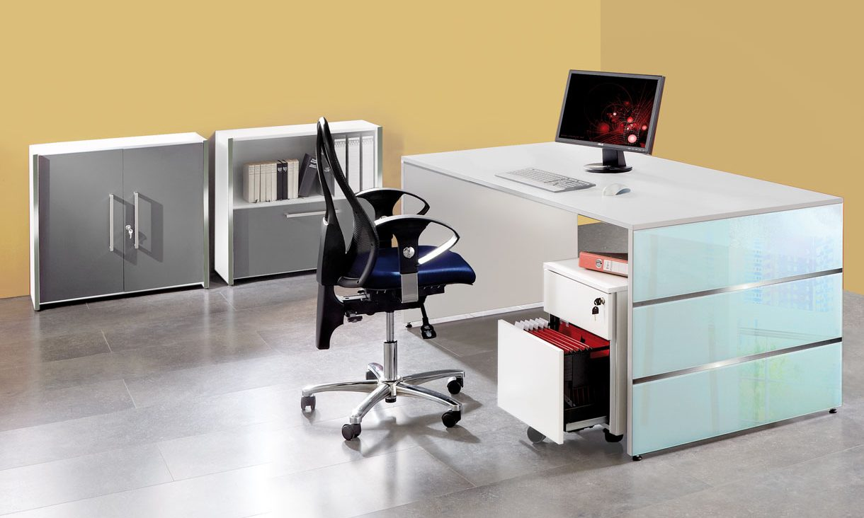 moderner b ro schreibtisch robuste schreibtischplatte wei mit b ro sideboard abschlie bare. Black Bedroom Furniture Sets. Home Design Ideas