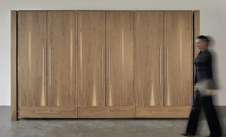 hochwertiger schrank aus robustem massivholz als moderner schlafzimmerschrank oder b roschrank. Black Bedroom Furniture Sets. Home Design Ideas