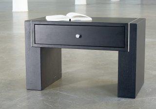 besonders hochwertiger design nachttisch aus robustem massivholz mit eiche buche ahorn oder. Black Bedroom Furniture Sets. Home Design Ideas