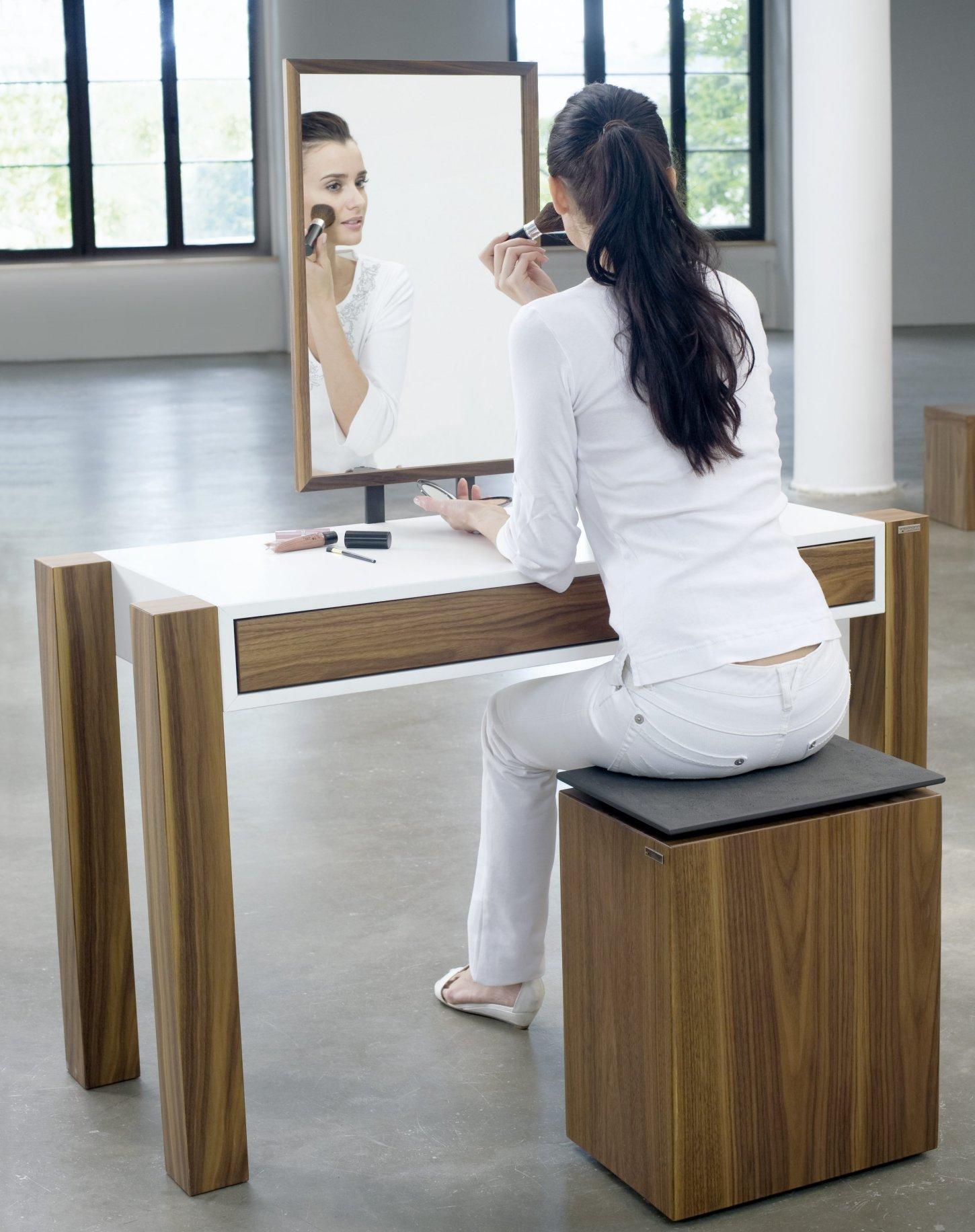 schminktisch art343 nussbaum mit lackierter fl che moderner schminktisch mit spiegel im. Black Bedroom Furniture Sets. Home Design Ideas